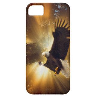Eagle calvo que vuela y caso del iPhone 5 del Funda Para iPhone 5 Barely There