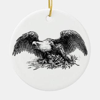 Eagle calvo sobre flechas y una rama de olivo adorno redondo de cerámica