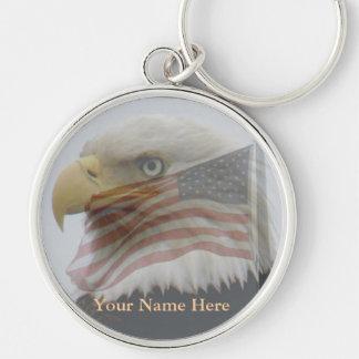 Eagle calvo y bandera americana llavero redondo plateado