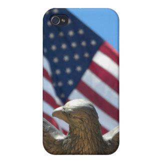 Eagle calvo y bandera de los E.E.U.U. iPhone 4/4S Funda