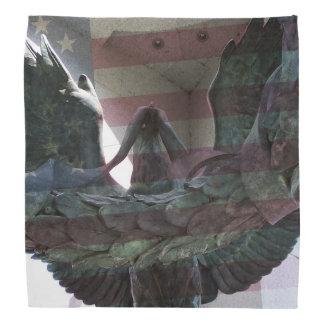 Eagle con la capa de la bandera bandanas