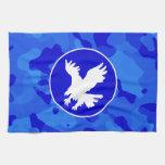 Eagle en Camo azul; Camuflaje Toalla De Cocina