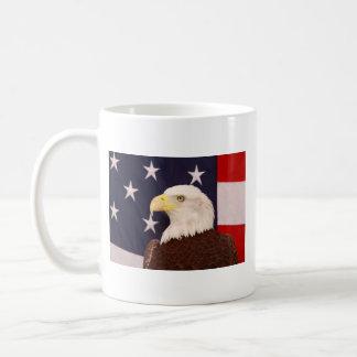 Eagle en dios que confiamos en taza