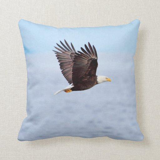 Eagle en vuelo cojin