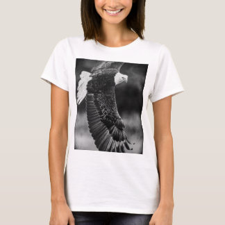 Eagle in flight black and white T-Shirt