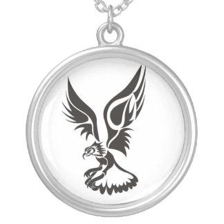 Eagle landing round pendant necklace