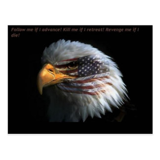 Eagle patriótico con el fondo de la bandera tarjetas postales
