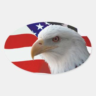 Eagle patriótico y bandera pegatina ovalada