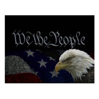 Eagle patriótico y bandera tarjeta postal