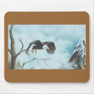 Eagle que se eleva en la pintura del cielo alfombrilla de ratones