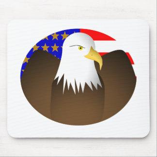 Eagle que separa a las barras y estrellas de las a tapetes de ratón