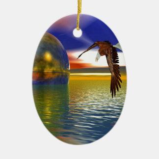Eagle que vuela sobre el agua con la esfera, adorno navideño ovalado de cerámica