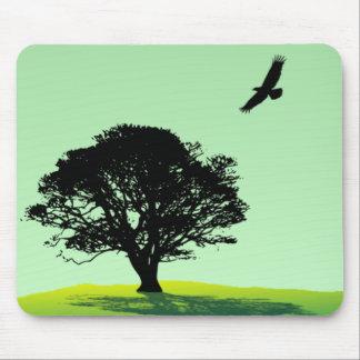Eagle y árbol tapetes de ratón