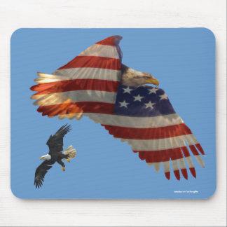 Eagles calvo que vuela y bandera Mousemat Tapete De Ratón