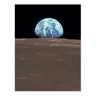 Earthrise de la luna tarjeta postal