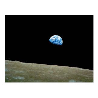 Earthrise tomado por la misión de Apolo 8 Postal