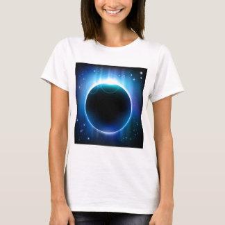 Eclipse oscuro en espacio playera