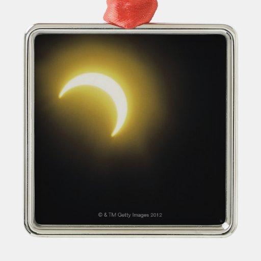 Eclipse solar adorno navideño cuadrado de metal