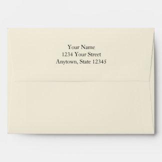 Ecru/sobres poner crema de la tarjeta de la invita