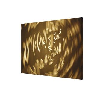 Ecuación de energía en una pizarra lienzo envuelto para galerias