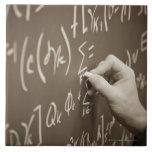 Ecuaciones de la matemáticas de la impresión del h azulejo cuadrado grande