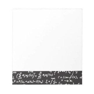 Ecuaciones de la matemáticas de la pizarra libreta para notas