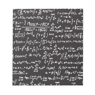 Ecuaciones de la matemáticas de la pizarra bloc de papel