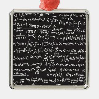 Ecuaciones de la matemáticas de la pizarra adorno cuadrado plateado