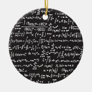 Ecuaciones de la matemáticas de la pizarra adorno redondo de cerámica