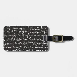 Ecuaciones de la matemáticas de la pizarra etiquetas bolsas