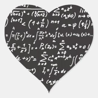 Ecuaciones de la matemáticas de la pizarra pegatina en forma de corazón