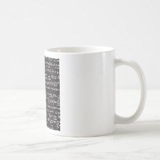 Ecuaciones de la matemáticas de la pizarra taza básica blanca