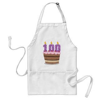 Edad 100 en la torta de cumpleaños delantal