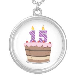 Edad 15 en la torta de cumpleaños colgante redondo