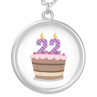Edad 22 en la torta de cumpleaños colgante redondo