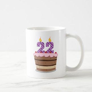 Edad 22 en la torta de cumpleaños tazas de café