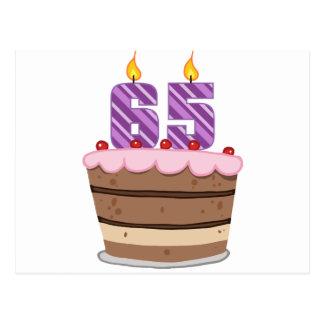 Edad 65 en la torta de cumpleaños tarjetas postales