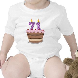 Edad 71 en la torta de cumpleaños camisetas