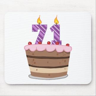 Edad 71 en la torta de cumpleaños tapetes de raton