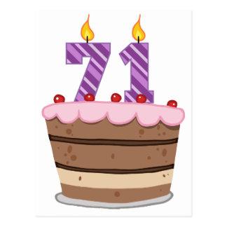 Edad 71 en la torta de cumpleaños tarjetas postales