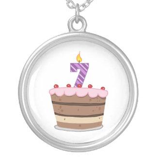 Edad 7 en la torta de cumpleaños colgante redondo
