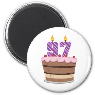 Edad 97 en la torta de cumpleaños imán redondo 5 cm