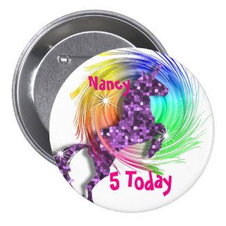Edad personalizada unicornio bonito del arco iris pin redondo 7 cm