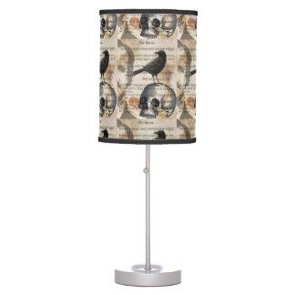 Edgar Allan Poe la lámpara de mesa del cuervo y de