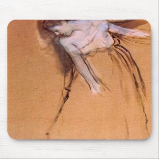Edgar Degas - colocándose con los brazos estirados Tapetes De Ratones