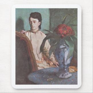 Edgar Degas - mujer asentada con el retrato 1872 Mouse Pad