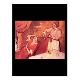Edgar Degas que peina el pelo Tarjeta Postal