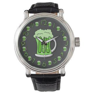 Edición del día del St Patricks de la cerveza Reloj De Mano
