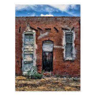 Edificio abandonado tarjeta postal