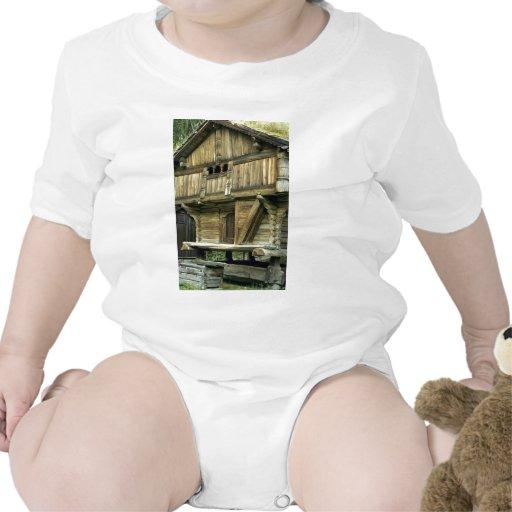 Edificio agrícola antiguo, Noruega Europa Trajes De Bebé